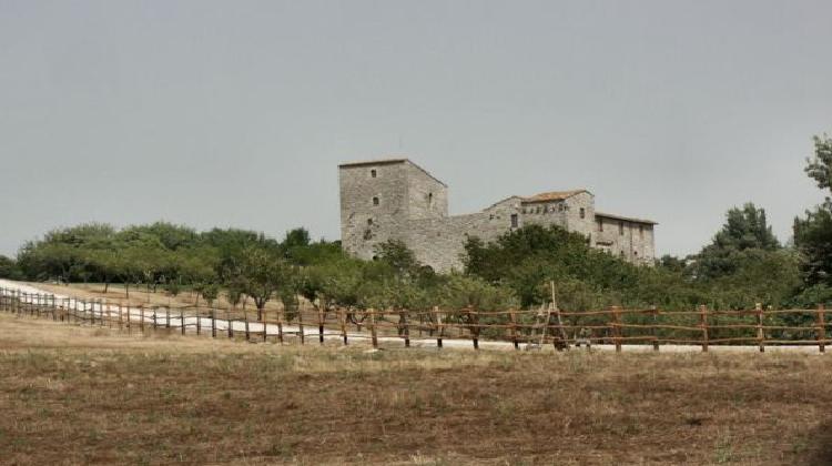 Il castello di capecchio a baschi umbriaturismo for Piccoli piani casa castello