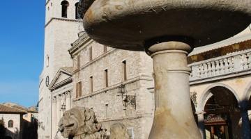 Assisi-Piazza-Fontana