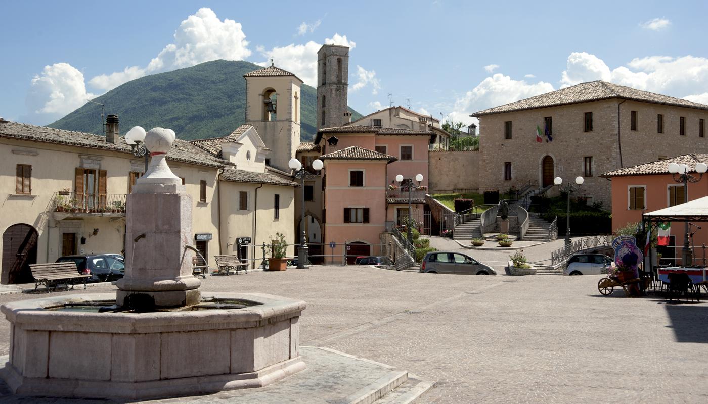 Cerreto di Spoleto: piazza