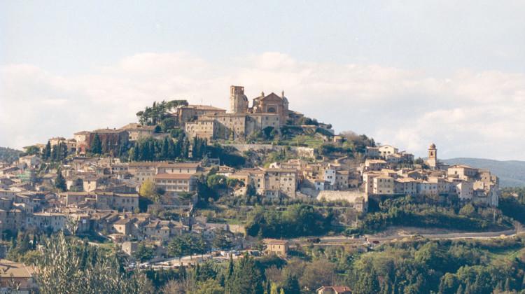 Amelia, maggior centro dell'Amerino, è di origine molto antica, secondo una tradizione la si vorrebbe fondata da Ameroe nel XII secolo a.c., e ritenuta una delle più antiche città umbre.