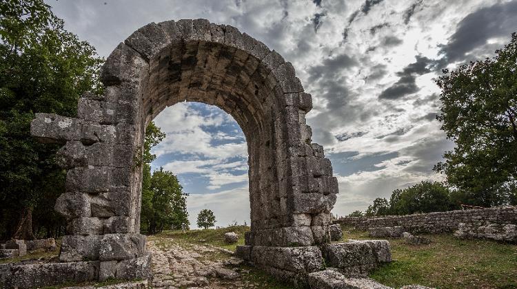Carsulae-arco-san-Damiano